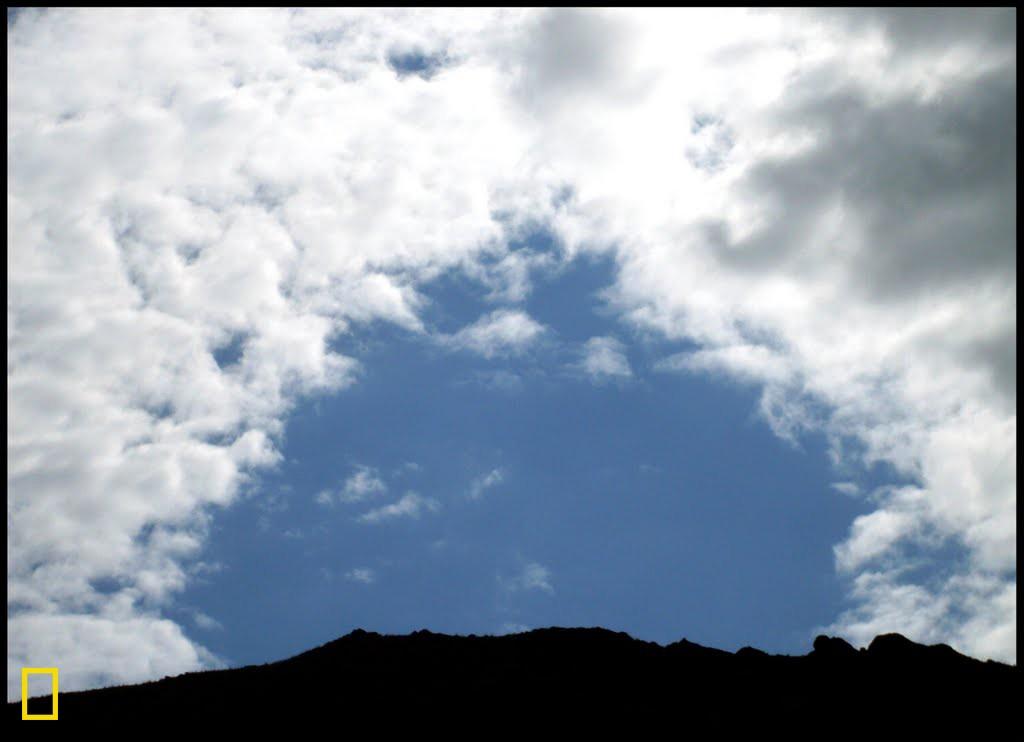 Ew wêne di Newroza sala 2011'ê li çiyayên dorhêla bajarê Nêyşabûrê hatiye kişandin. Ewr bi teşeya gumêzekê xuya dikin.