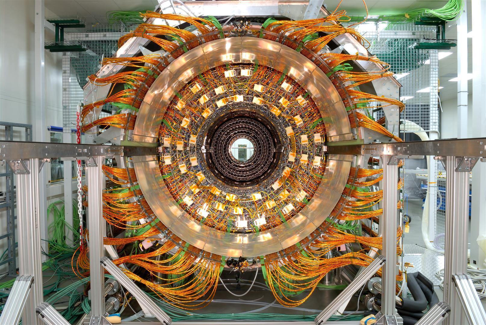 man-made-large-hadron-collider_00227004