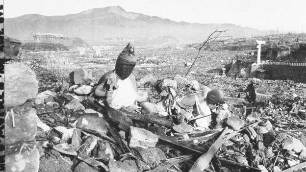 Bombeya atomê ya ku li Nagasakiyê ket, bajar serobino kir, herî kêm 70 hezar kesî jiyana xwe ji dest da.
