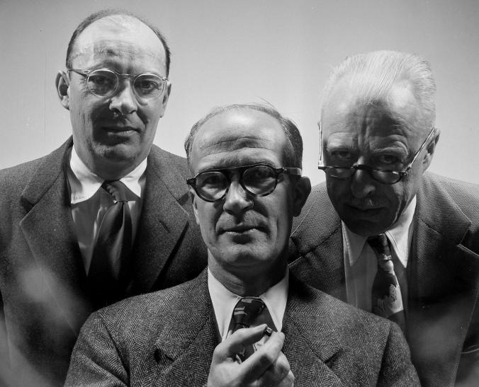 John Bardeen, William Shockley û Walter Brattain bi dîtina transîstorê di sala 1956'an de Xelata Fizîkê ya nobelê standibûn.Di salên pey re Shockley jî hez ji teoriyên nijadî kiriye û piştgirî da xesandina kesên ku xwedî genetîka bextreş in.