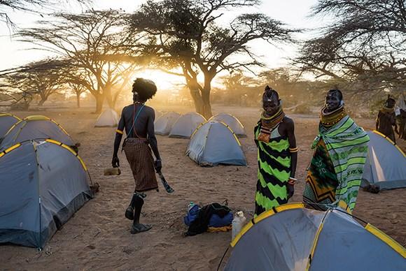 Hikûmeta Kenyayê kon dide reqsvanên ku bêşdarî mîhrîcana çandê ya Kalachayê bûne. Armanca mîhrîcanê ew e ku ji bo rê li ber gengeşî û nîqaşan bigre reqsvanên qebîleyên cuda yên Turkanayê bîne bal hev.