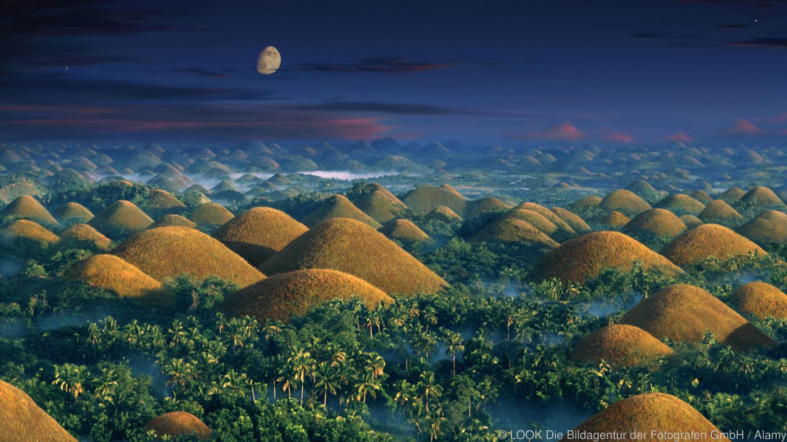Sunrise over the Chocolate Hills, near Carmen, Chocolate Hills, UNESCO World Nature Site, Bohol Island, Visayas, Philippines