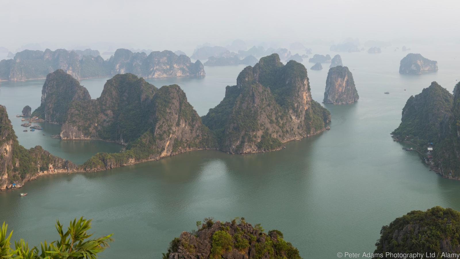 E64AC0 View over misty Ha Long Bay, north Vietnam
